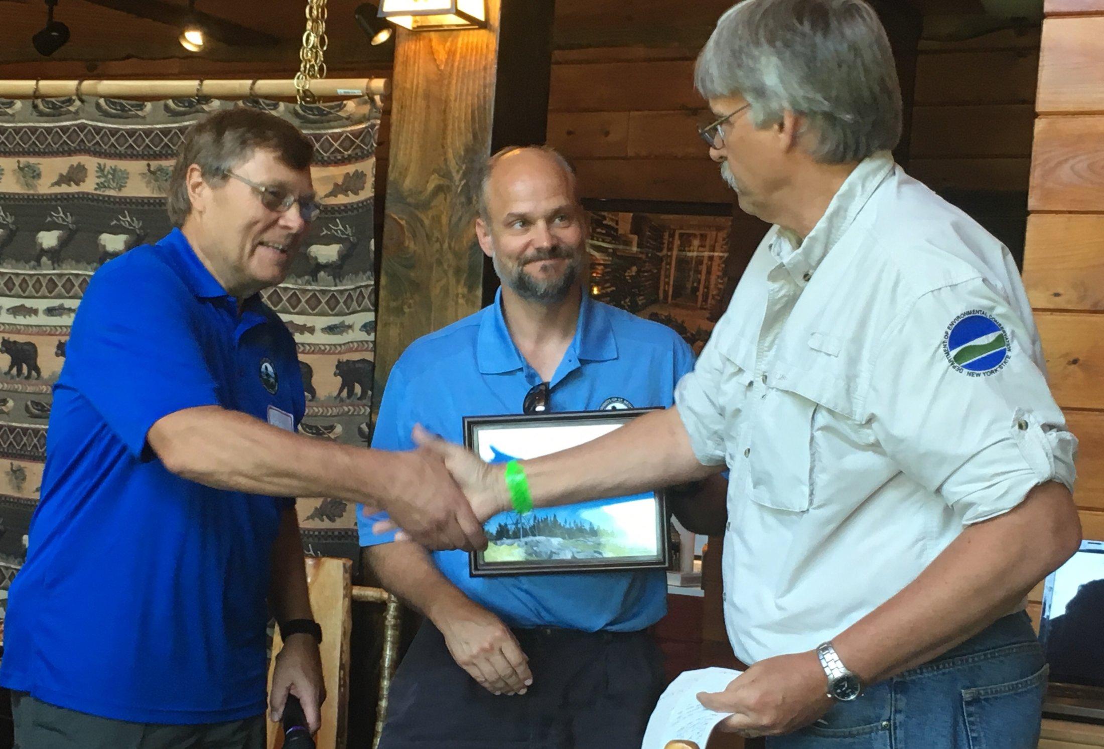 Tom Martin presenting plaque (2)